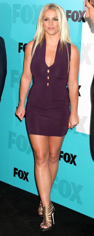 Бритни СПИРС накануне нового сезона шоу меняла платья...