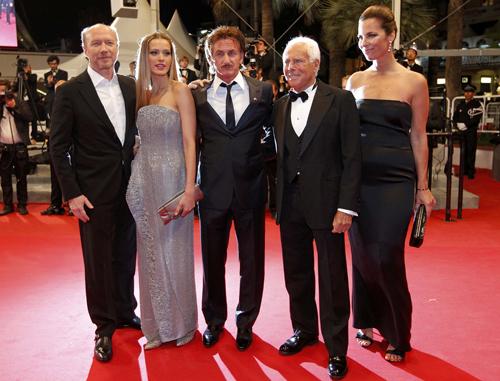 Шон ПЕНН. Петра НЕМКОВА, Джорджио АРМАНИ и его жена Роберта на благотворительном вечере в поддержку Гаити.