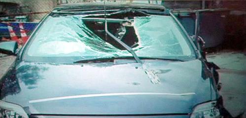 ...разбила головой лобовое стекло своей «тойоты»