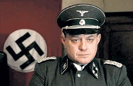В роли немецкого офицера Штальбе в сериале «Тяжёлый песок»