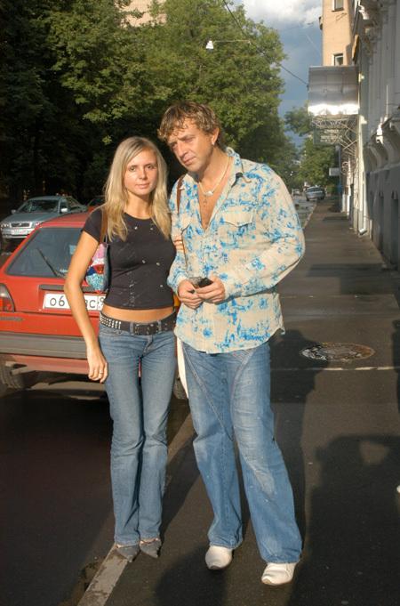 Роман ЖУКОВ с женой Еленой (фото предоставлено пиар-службой артиста).