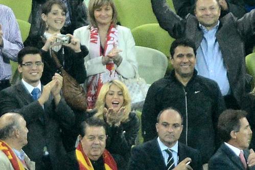 Шакира болеет за Жерара ПИКЕ на трибуне в Гданьске во время матча Испания-Ирландия