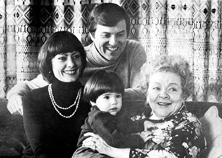 Зоя Алексеевна в гостях у дочери и зятя Фредерика Ричарда ПОУИ. На руках у актрисы её внук Кристофер