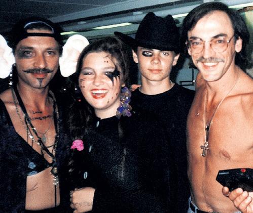 Александр на пиратской вечеринке с дочкой Настей и БОЯРСКИМИ - сыном Серёжей и папой Мишей