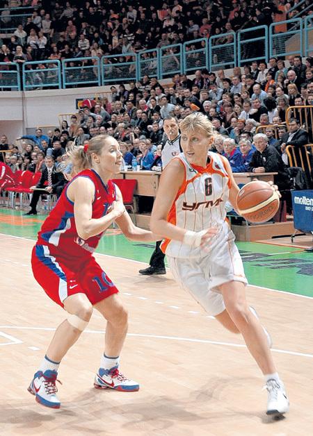 Остановить разыгравшуюся Наталью ВОДОПЬЯНОВУ не под силу даже Илоне КОРСТИН, её партнёрше по сборной России