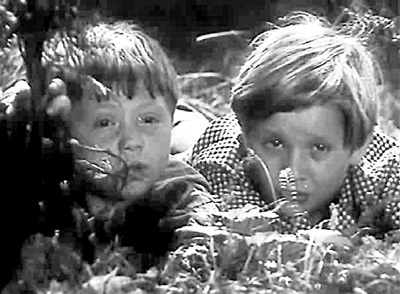 10-летний Рома (справа) дебютировал в детективе «Анискин и Фантомас»
