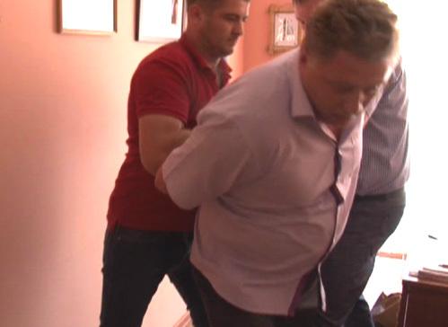 Александра ВЫГОРКО задержали прямо в рабочем кабинете (кадр из оперативной съёмки)