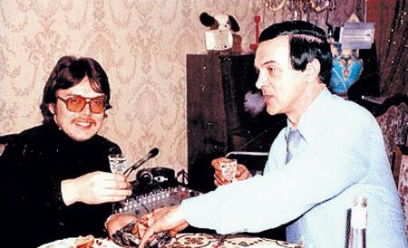 Великий певец поддерживал отношения со своим братом Юрием и даже хотел ему помочь в карьере, но тот отказался
