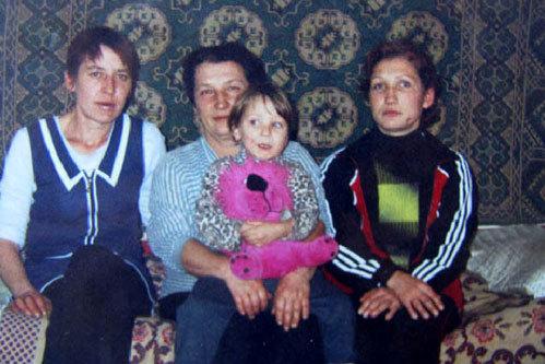 Погибшая Таисия РУДАКОВА на руках у бабушки (Фото: «Комсомольская правда – Ростов»)