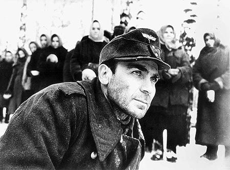 Одну из своих лучших ролей в кино Владимир Петрович сыграл в военной драме Алексея ГЕРМАНА «Проверка на дорогах»