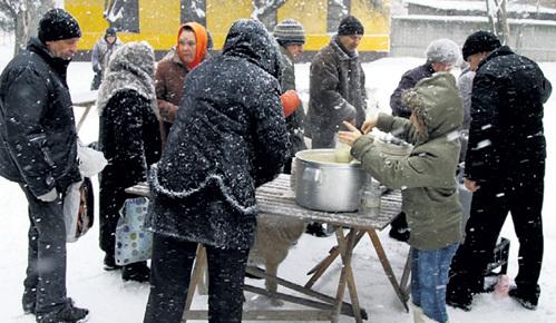 Тарелка горячего супа для тех, кому не на что жить