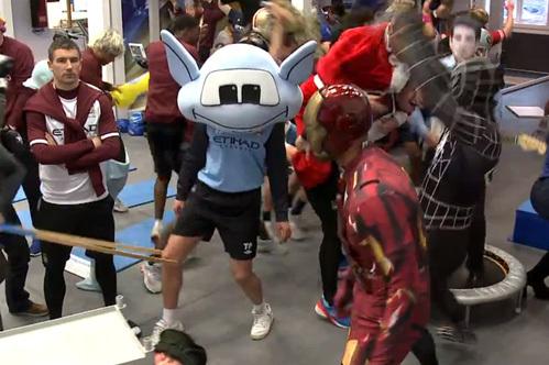 Танец Harlem Shake стал популярен и среди спортсменов. Фото: www.mirror.co.uk