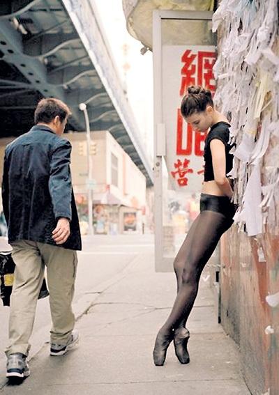 Американский фотограф Дэйн ШИТАГИ снимает хрупких балерин на улицах Нью-Йорка...