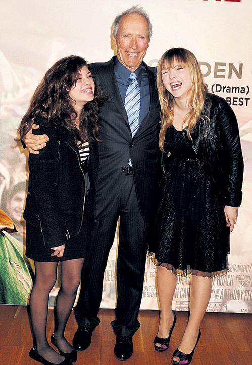 Папа Клинт может гордиться дочерьми - Морган (слева) и Франческой
