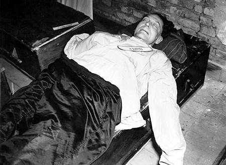 Посмертное фото ГЕРИНГА в тюрьме
