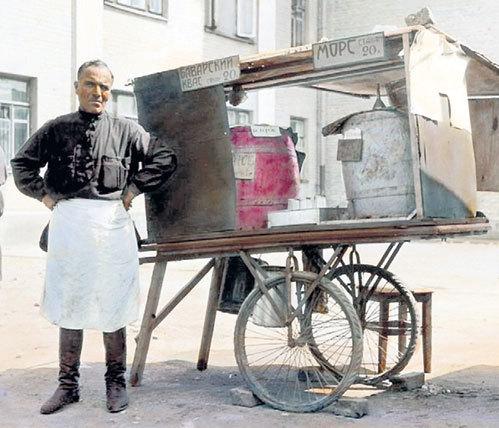 Квас в России был одним из самых распространенных напитков, в советское время его даже экспортировали в Европу (Москва, 20-е годы)