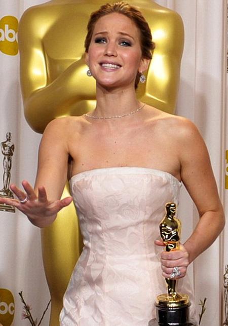 Молодая Дженнифер ЛОУРЕНС оказалась второй в списке самых богатых актрис Голливуда