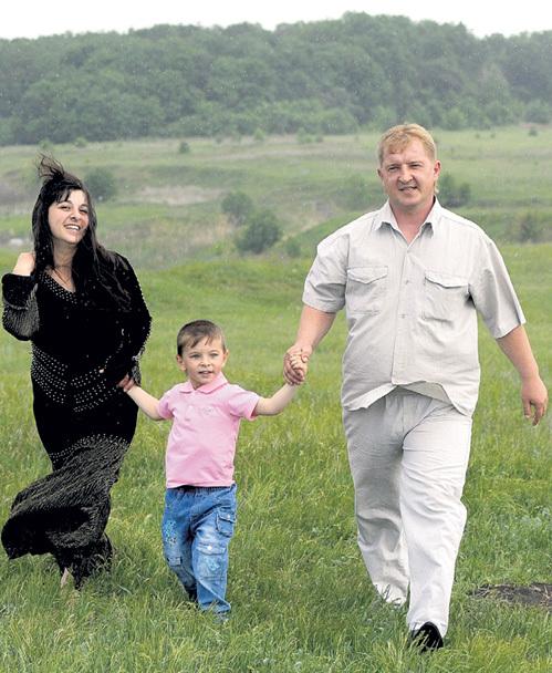 В семье Алексея и Наргизы (на фото с сыном Артёмом) победила дружба народов