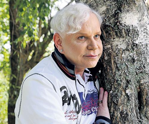 - Как жену чужую, обнимал берёзку... - ЕСЕНИНА Борис знает назубок