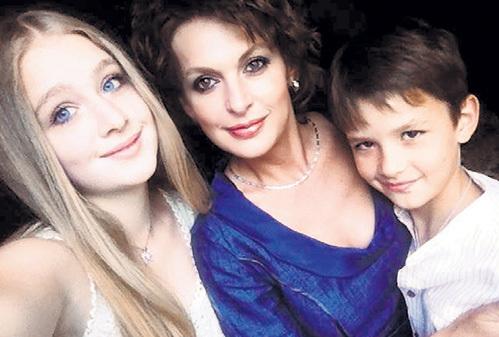 Светлана с дочкой Олей и сыном Сашей. Фото: fb.com