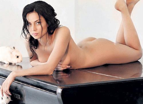 Настасья знает, чем привлечь мужчину. Фото: «Playboy»