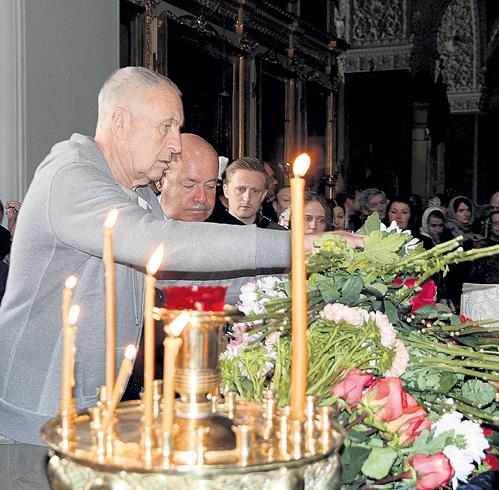 Андрей СМИРНОВ возлагает цветы вместе с Михаилом ШВЫДКИМ