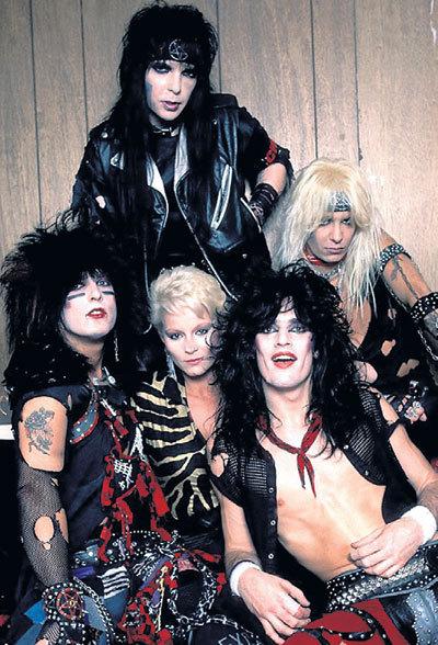 «Motley Crew» и Дотти ХАНДЛИ (в центре): секс, наркотики и рок-н-ролл