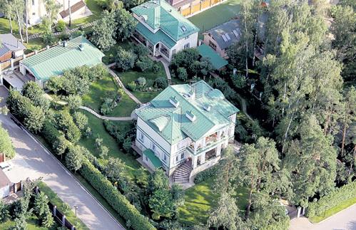 Дом Леонида Аркадьевича площадью около 1 тыс. кв. м...