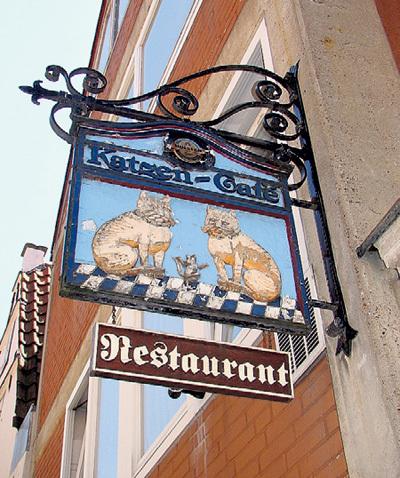В «кошачьем» бременском ресторане бывали Михаил ГОРБАЧЁВ, Роджер МУР и другие випы
