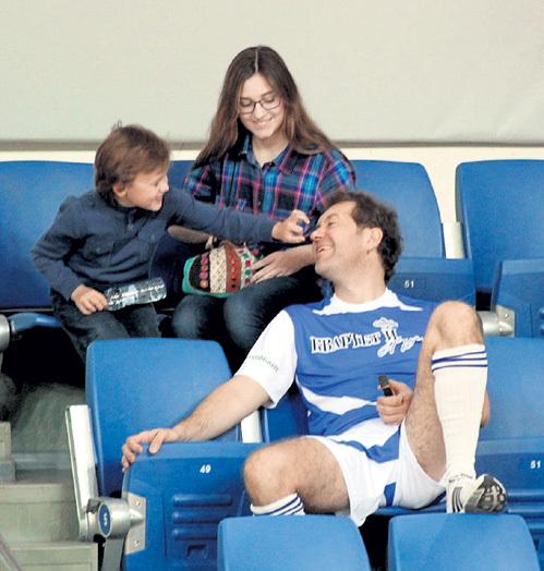 На матче ДЕМИДОВА поддерживали дети - 14-летняя Софья и 5-летний Игнат
