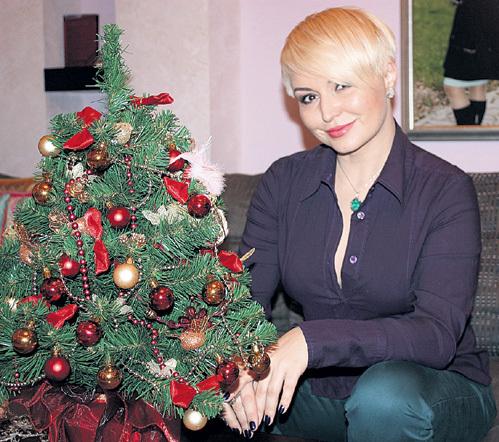 Катя ЛЕЛЬ нарядила дома сразу несколько ёлочек