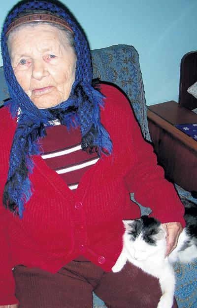 Бабушка Катя старше на год...