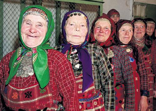 Баба Лиза (вторая слева) была душой коллектива. Фото: РИА «Новости»