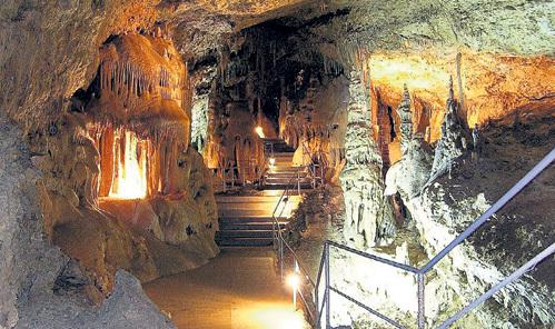 Удивительную пещеру Эмине-Баир-Хосар обнаружили ещё в 1920-х, но до недавнего времени от туристов тщательно скрывали