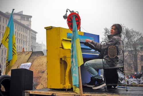 РУСЛАНА на Майдане. Фото Олега ТЕРЕЩЕНКО/«Комсомольская правда»