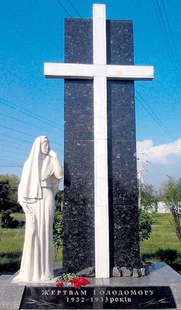 При ЮЩЕНКО такие вот памятники жертвам голодомора были понатыканы по всей республике. Детям с малых лет внушали: миллионы украинцев специально загубили проклятые москали