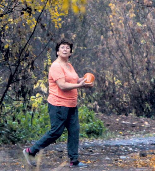 Ольга Владимировна делает специальные облепиховые отвары для дочки
