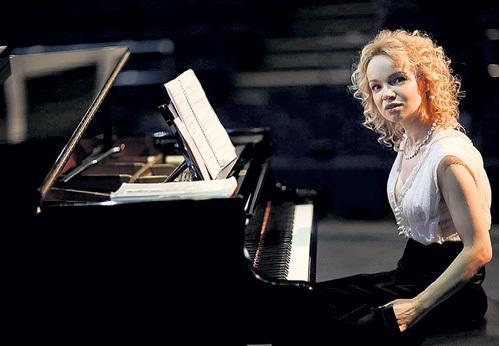 Помимо работы в театре, Виталина выступает как пианистка с классическим репертуаром. Фото Андрея ФЕДЕЧКО