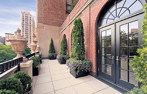 С обеих террас открывается захватывающий вид на Манхэттен