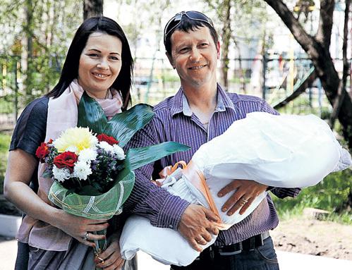 Ольга и Валерий МЕДВЕДЦЕВЫ в 2011 году с третьим ребёнком. А 28 октября 2014 года у них появился и четвёртый - дочка Оля