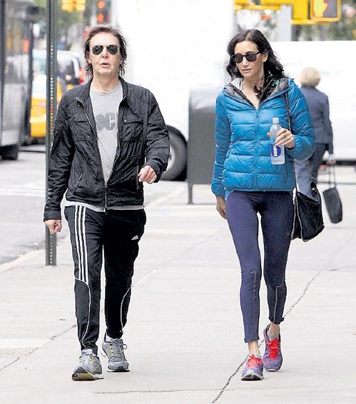 Пол МАККАРТНИ и Нэнси ШЕВЕЛЛ любят гулять по утреннему Нью-Йорку