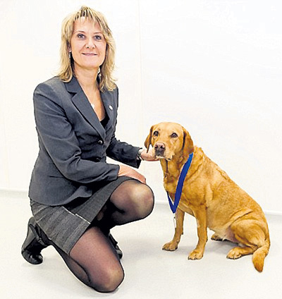 ...в том числе у своей хозяйки. Дейзи наградили медалью, которой удостаивают выдающихся животных, приносящих пользу людям