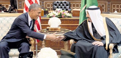 …а демократ ОБАМА ручкается с нынешним тираном - Сальманом бен Абдель- Азизом Аль САУДОМ. Фото: Facebook.com