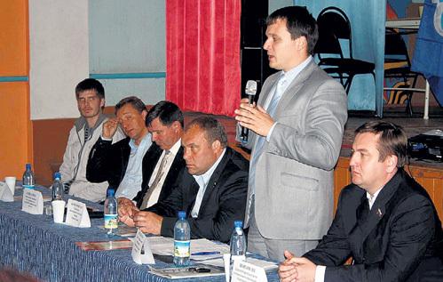 Кирилл КОЗЛОВ (стоит) считался у однопартийцев перспективным политиком