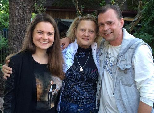 Владимир ЛЕВКИН с дочкой Викой и женой АСИМОВА Татьяной
