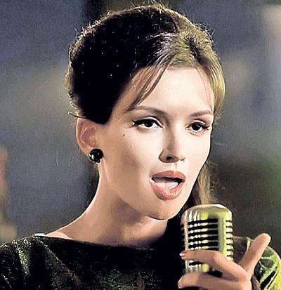 В сериале «Оттепель» Паулина проникновенно исполнила заглавную песню