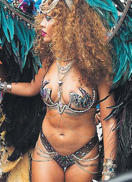 Такой карнавальный наряд на Барбадосе...