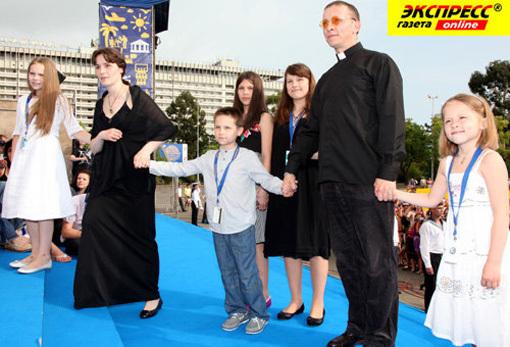 Иван ОХЛОБЫСТИН с семьёй. Фото Ларисы КУДРЯВЦЕВОЙ
