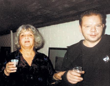 Наталья ШМЕЛЬКОВА с Петром ЕВТУШЕНКО на открытии его выставки картин