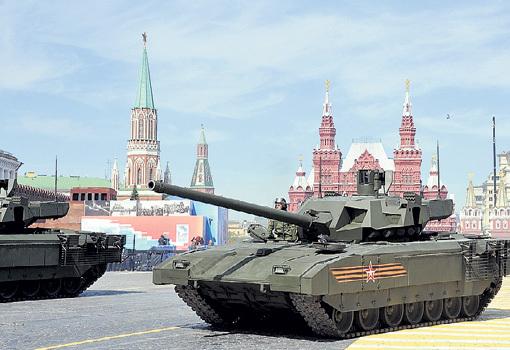 Презентация лучшего в мире танка прошла 9 Мая на Красной площади. Фото Владимира ВЕЛЕНГУРИНА/«Комсомольская правда»